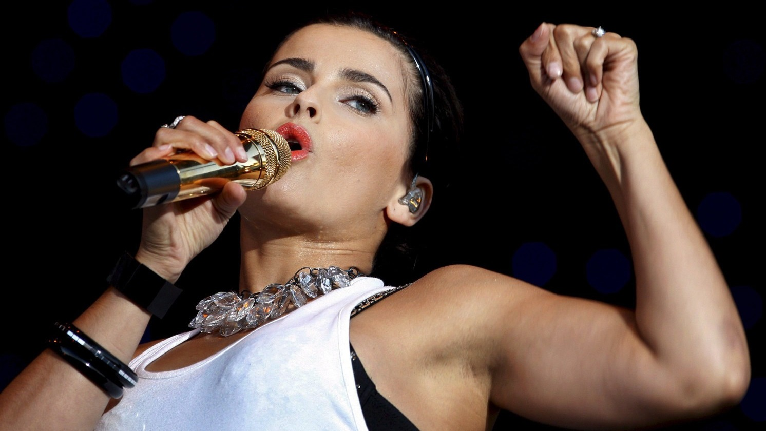 Nelly Furtado - Nude and Naked pics