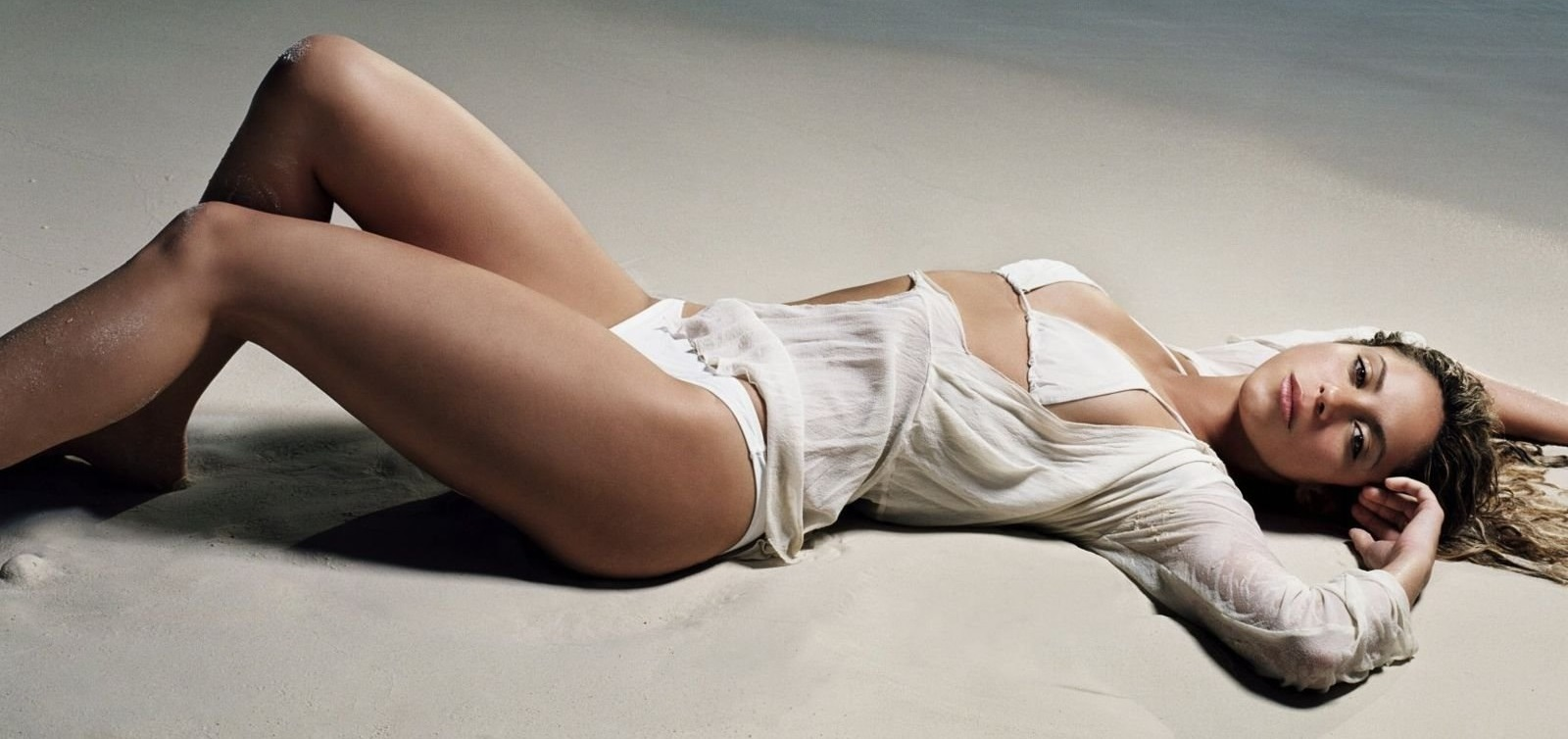 Shakira – Nude and naked pics
