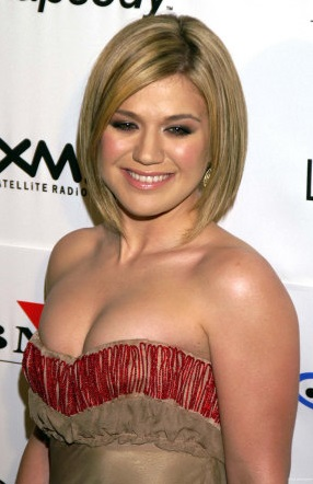 Kelly Clarkson – Nude and Naked pics